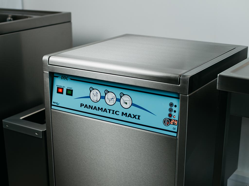 DDC Dolphin Panamatic Maxi Bedpan Washer Disinfector Lid Closed