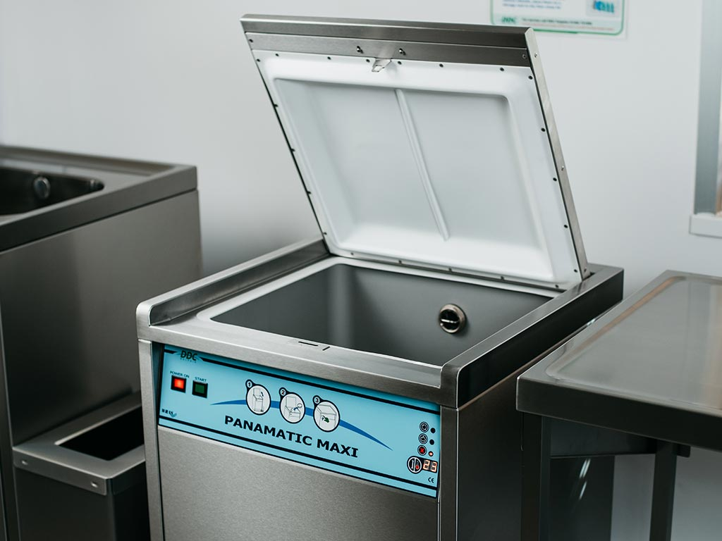 DDC Dolphin Panamatic Maxi Bedpan Washer Disinfector Lid Open