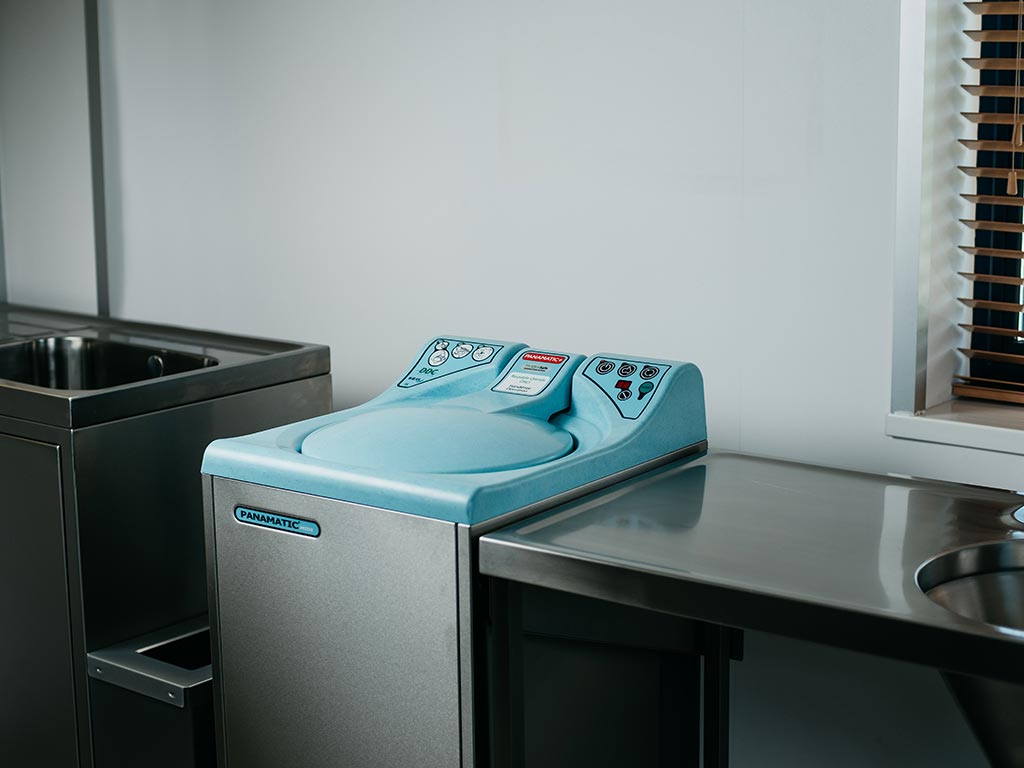 DDC Dolphin Panamatic Midi Bedpan Washer Disinfector Lid Closed