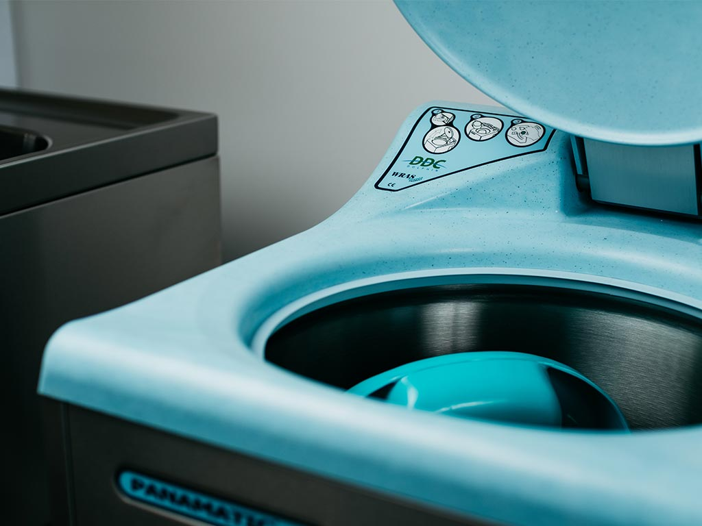 DDC Dolphin Panamatic Midi Bedpan Washer Disinfector With Bedpans